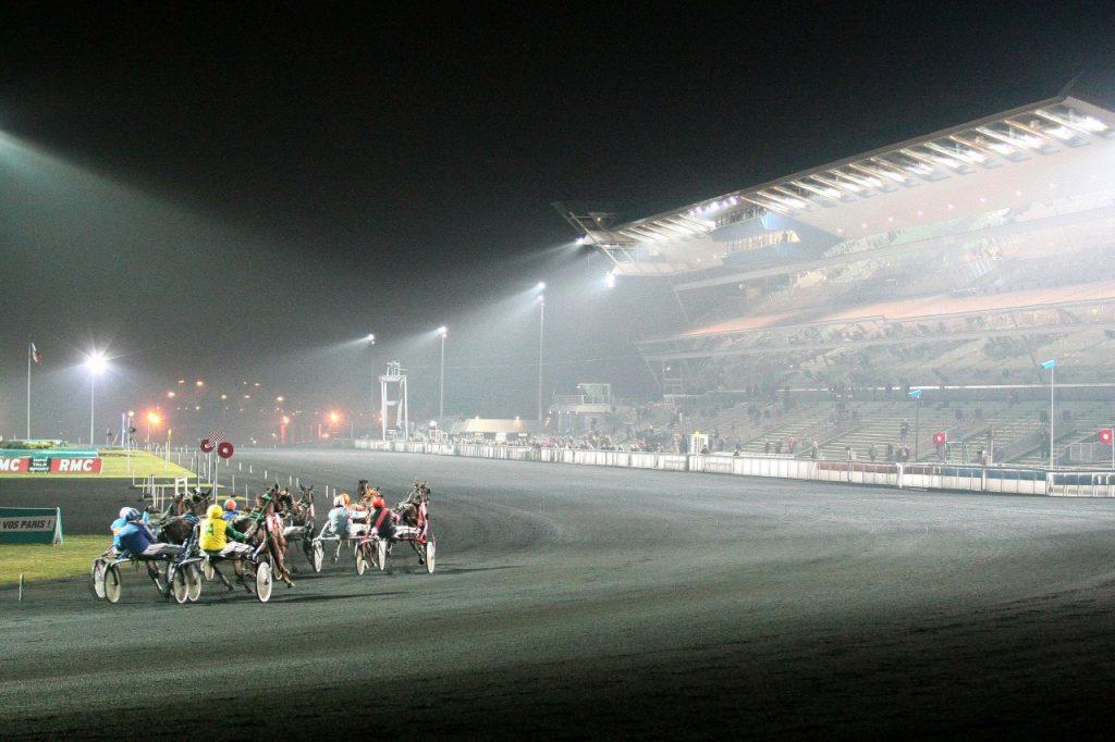 hippodrome nuit course de trot